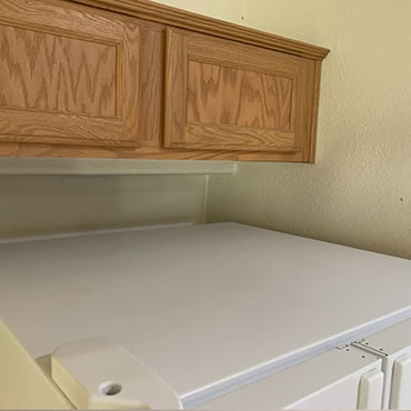 house cleaning services clean refrigerator