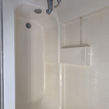 house cleaning services clean bath tub